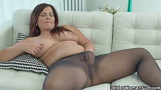Curvy milfs Riona and Jessica Jay wear nylon tights