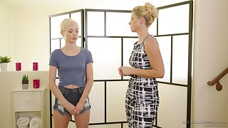 Masseuse India Summer gives a pussy palpate there sexy pygmy blonde Elsa Jean