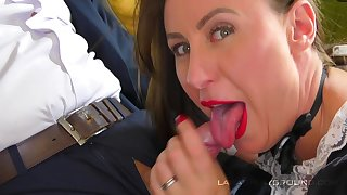Despondent maid mature Lara makes the brush kingpin cum by a handjob and coitus