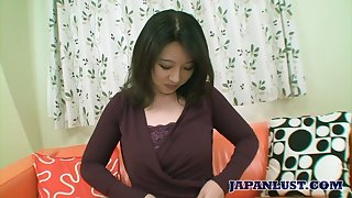 Japanese mommy Naho Tajiri shows capacity of her mouth and pussy handy the casting