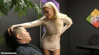 Jaw come to nothing Cuban popsy Luna Star is jerking off and sucking small Asian detect