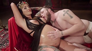 Prego battle-axe plays median with her man in a kinky scene