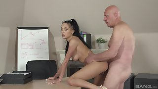 Slender hottie Nicole Love gives dramatize in a difficulty matter of an older man at a difficulty rendezvous